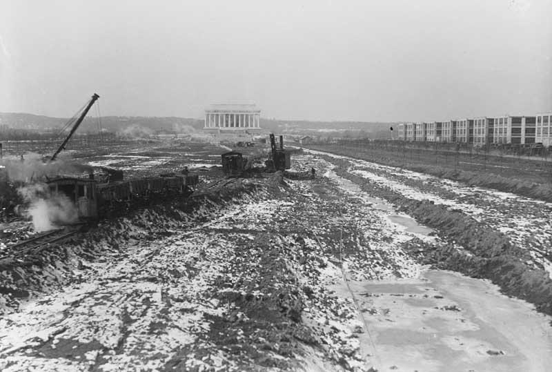 construction of the reflecting pool at the Lincoln Memorial